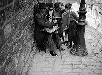 Roger-Viollet | 1019062 | Painter in Montmartre. Paris, 1941. | © LAPI / Roger-Viollet