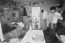 Roger-Viollet | 1020627 | Logements de travailleurs immigrés. 1968. | © Georges Azenstarck / Roger-Viollet