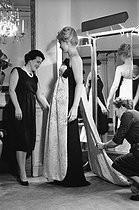Roger-Viollet | 1020677 | Marina Vlady in Balenciaga's fashion house. Paris, 1959. | © Bernard Lipnitzki / Roger-Viollet