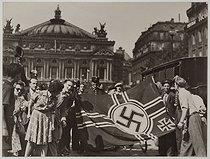 Roger-Viollet | 1023780 | Liberation of Paris, on August 25, 1944. Reich war flag after the surrender of the Kommandantur, place de l'Opéra. Paris (IXth arrondissement). Photograph by the LAPI agency (Les Actualités Photographiques Internationales). Paris, musée Carnavalet. | © LAPI / Roger-Viollet