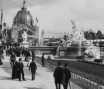 Roger-Viollet | 1023984 | Exposition universelle de 1889, Paris. Le Dôme central et les fontaines. | © Léon & Lévy / Roger-Viollet