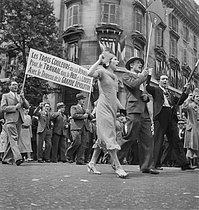 Roger-Viollet | 1024350 | Popular Front. Procession, 1936. | © Gaston Paris / Roger-Viollet