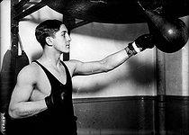Roger-Viollet | 1024425 | Georges Carpentier (1894-1975), French boxer, training, circa 1912. | © Albert Harlingue / Roger-Viollet