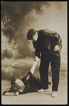 Roger-Viollet | 1024622 | Reconstitution de l'histoire de Casque d'Or (1878-1933), prostituée ayant appartenu à la bande des  Apaches . Photographie de Lucien Waléry (1830-1890). | © Lucien Waléry / Roger-Viollet