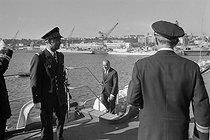Roger-Viollet | 1025215 | Georges Pompidou visite le sous-marin  le Redoutable  avec Michel Debré (ministre de la Défense Nationale). Brest, octobre 1971. | © Jacques Cuinières / Roger-Viollet
