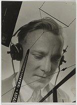 Roger-Viollet | 1026229 |  La France travaille . Wireless. Photograph by François Kollar (1904-1979), published in  Journaux et labos , 1931-1934. Paris, Bibliothèque Forney. | © François Kollar / Bibliothèque Forney / Roger-Viollet
