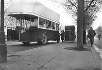 Roger-Viollet   1026554   Parisian bus converted to work with compressed gas (contained in the canvas envelopes put up on the roof of the vehicle) filling up at the gas post of the porte de Saint Cloud. Paris, 1940.   © LAPI / Roger-Viollet