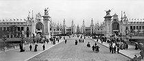 Roger-Viollet | 1027161 | 1900 World Fair in Paris. Panorama from the pont Alexandre-III. | © Roger-Viollet / Roger-Viollet