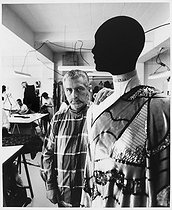 Roger-Viollet | 1029121 | Paco Rabanne (born in 1934), Spanish fashion designer and writer, in his couture house. Paris, 1987. | © Bruno de Monès / Roger-Viollet