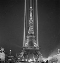 Roger-Viollet | 1032005 | PARIS - WORLD FAIR | © Gaston Paris / Roger-Viollet