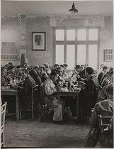 Roger-Viollet | 1035558 | World War II. A company canteen under the German Occupation. Workers having lunch, 1943-1944. Photograph by Jean Roubier (1896-1981). Bibliothèque historique de la Ville de Paris. | © Jean Roubier / BHVP / Roger-Viollet