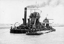 Roger-Viollet | 1035631 | Suez Canal. Dredger. Egypt, 1912. | © Jacques Boyer / Roger-Viollet