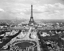 Roger-Viollet | 1039684 | 1900 World Fair in Paris. Panorama of the parks of Trocadéro and the Champ-de-Mars. | © Neurdein / Roger-Viollet