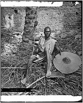 Roger-Viollet | 1039882 | Nubian man ready to fight. Upper Egypt, circa 1890. Detail from a stereoscopic view. | © Léon & Lévy / Roger-Viollet