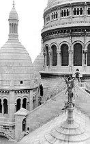 Roger-Viollet | 1041608 | The Archangel Saint-Michael slaying the dragon. Sculpture at the Sacré-Coeur basilica. Paris (XVIIIth arrondissement), circa 1920. | © Roger-Viollet / Roger-Viollet