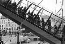 Roger-Viollet | 1045966 | Beaubourg complex. Paris, 1980's. Photograph by Janine Niepce (1921-2007). | © Janine Niepce / Roger-Viollet