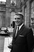 Roger-Viollet | 1046337 | Robert Boulin (1920-1979), French politician and minister, after a Cabinet meeting at the Elysee Palace. Paris, on July 17,1968. | © Roger-Viollet / Roger-Viollet