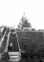 Roger-Viollet | 1053589 | Paris. The basilic of Sacré-Coeur of Montmartre in the process of the completion, with the funicular.$$$ | © Léon & Lévy / Roger-Viollet
