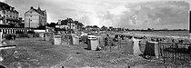 Roger-Viollet | 1053681 | Quiberon (Morbihan). The beach. Around 1900. | © Léon & Lévy / Roger-Viollet