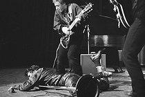 Roger-Viollet | 1053729 | Vince Taylor (1939-1991), English rock singer. Paris, Oympia, 1961-1962. | © Noa / Roger-Viollet
