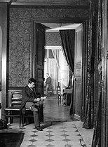Roger-Viollet | 1057139 | Henri Roger.  Bilocation . Paris, 1893. | © Henri Roger / Roger-Viollet