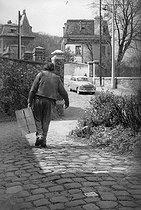 Roger-Viollet | 1058901 | Louis-Ferdinand Céline (1894-1961), French writer. Meudon (Hauts-de-Seine), 1955. | © Bernard Lipnitzki / Roger-Viollet