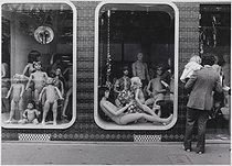 Roger-Viollet | 1058917 | Display mannequins in a shop window, boulevard de la Villette. Paris (XIXth arrondissement), 1972. Photograph by Léon Claude Vénézia (1941-2013). | © Léon Claude Vénézia / Roger-Viollet