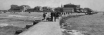 Roger-Viollet | 1064047 | Palavas-les-Flots (Hérault). The pier, about 1900. | © Léon & Lévy / Roger-Viollet