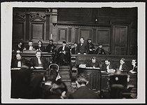 Roger-Viollet | 1064359 | Trial of Raoul Villain (1885-1936), assassin of Jean Jaurès (1859-1914), French politician. Paris, Court of Assizes of the Seine, March 1919. | © Albert Harlingue / Roger-Viollet