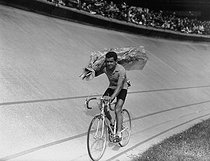 Roger-Viollet | 1069955 | Roger Walkowiak (1927-2017), French racing cyclistn winner of the 1956 Tour de France. | © Roger-Viollet / Roger-Viollet