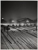 Roger-Viollet | 1070843 | Gare Saint-Lazare train station. Paris (VIIIth arrondissemennt), 1946. Photograph by René-Jacques (René Giton, 1908-2003). Paris, musée Carnavalet. | © René-Jacques / Musée Carnavalet / Roger-Viollet