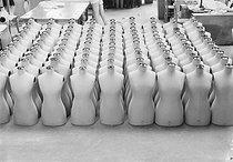 Roger-Viollet | 1071287 | Sketch of an advertising photograph for Siegel display mannequins. Siegel Stockman busts, 1933. Photograph by André Vigneau (1892-1968). Bibliothèque historique de la Ville de Paris. | © André Vigneau / BHVP / Roger-Viollet