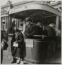 Roger-Viollet   1075896   Bus stop, place de l'Opéra, Paris (IInd and IXth arrondissement). 1935. Photograph by Roger Schall (1904-1995). Paris, musée Carnavalet.   © Roger Schall / Musée Carnavalet / Roger-Viollet