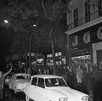Roger-Viollet | 1078084 | Algerian war. Demonstration of Algerian workers. Paris, on October 17, 1961. | © Jacques Boissay / Roger-Viollet