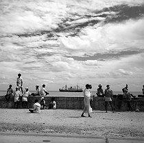 Roger-Viollet | 1078131 | Quays near the harbour of Pondicherry (India), 1961. Photograph by Hélène Roger-Viollet (1901-1985). | © Hélène Roger-Viollet / Roger-Viollet