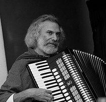 Roger-Viollet | 1082030 | Georges Moustaki (1934-2013), French singer-songwriter. France, 1982. | © Patrick Ullmann / Roger-Viollet