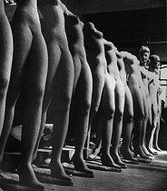 Roger-Viollet | 1084930 | Display mannequins made of plaster. France, circa 1907. | © Roger-Viollet / Roger-Viollet