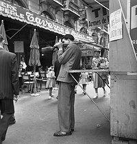 Roger-Viollet | 1086046 | PARIS - STAND DE TIR | © Jack Nisberg / Roger-Viollet