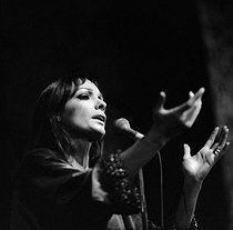 Roger-Viollet | 1086464 | Marie Laforêt (1939-2019), French singer and actress. Paris, Olympia, 1969. | © Patrick Ullmann / Roger-Viollet