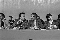 Roger-Viollet   1086576   Meeting du parti socialiste. Laurent Fabius, André Labarrère et Paul Quilès. Alfortville (Val-de-Marne), janvier 1980.   © Jacques Cuinières / Roger-Viollet