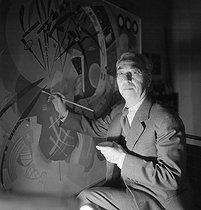 Roger-Viollet | 1086862 | Wassily Kandinsky (1866-1944), peintre russe naturalisé allemand, puis français. Paris, décembre 1936. | © Boris Lipnitzki / Roger-Viollet
