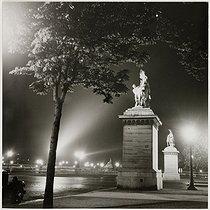 Roger-Viollet | 1093957 | The Marly horses, place de la Concorde, by night. Paris (Ist and VIIIth arrondissement). 1935. Photograph by Roger Schall (1904-1995). Paris, musée Carnavalet. | © Roger Schall / Musée Carnavalet / Roger-Viollet
