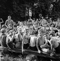 Roger-Viollet | 1096150 | Group of children. France, around 1935. | © Gaston Paris / Roger-Viollet