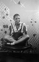 Roger-Viollet   1113733   Josephine Baker (1906-1975), American variety artist, celebrating the Sainte-Catherine at Paul Poiret's couture house, on November 25, 1925.   © Boris Lipnitzki / Roger-Viollet