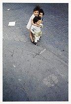 Roger-Viollet | 1116506 | Belleville district. Children at the corner of a street. Paris (XIXth-XXth arrondissements), 1968-1975. Photograph by François-Xavier Bouchart (1946-1993). Paris, musée Carnavalet. | © François-Xavier Bouchart / Musée Carnavalet / Roger-Viollet