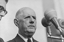 Roger-Viollet | 1129331 | Events of May-June 1968. General Charles de Gaulle (1890-1970), President of the French Republic, during an official visit in Romania, making a speech on Union Square. Craiova (Romania), on May 16, 1968. Photograph by Bernard Charlet, from the collections of the French newspaper  France-Soir . Bibliothèque historique de la Ville de Paris. | © Bernard Charlet / Fonds France-Soir / BHVP / Roger-Viollet