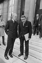 Roger-Viollet | 1131821 | Events of May-June 1968. French Council of Ministers. Maurice Couve de Murville (1907-1999), Foreign Secretary, and Robert Boulin (1920-1979), Minister of the Civil Service. Paris (VIIth arrondissement), Matignon, on June 5, 1968. Photograph by Michel Robinet, from the collections of the French newspaper  France-Soir . Bibliothèque historique de la Ville de Paris. | © Michel Robinet / Fonds France-Soir / BHVP / Roger-Viollet