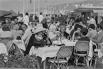 Roger-Viollet | 1148231 | Parisians in Deauville (France), on March 19, 1972. Photograph by Jean-Yves Grandemange, from the collections of the French newspaper  France-Soir . Bibliothèque historique de la Ville de Paris. | © Jean-Yves Grandemange / Fonds France-Soir / BHVP / Roger-Viollet