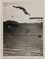 Roger-Viollet | 1148889 | Championnat de Paris. Piscine des Tournelles, vers 1935. Photographie de Rap (1883-1944). | © Photo Rap / Roger-Viollet