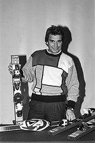 Roger-Viollet | 1149106 | Bernard Tapie (né en 1943), homme politique et homme d'affaires français, lors du rachat des marques  Look  et  La Vie Claire . | © Jacques Cuinières / Roger-Viollet